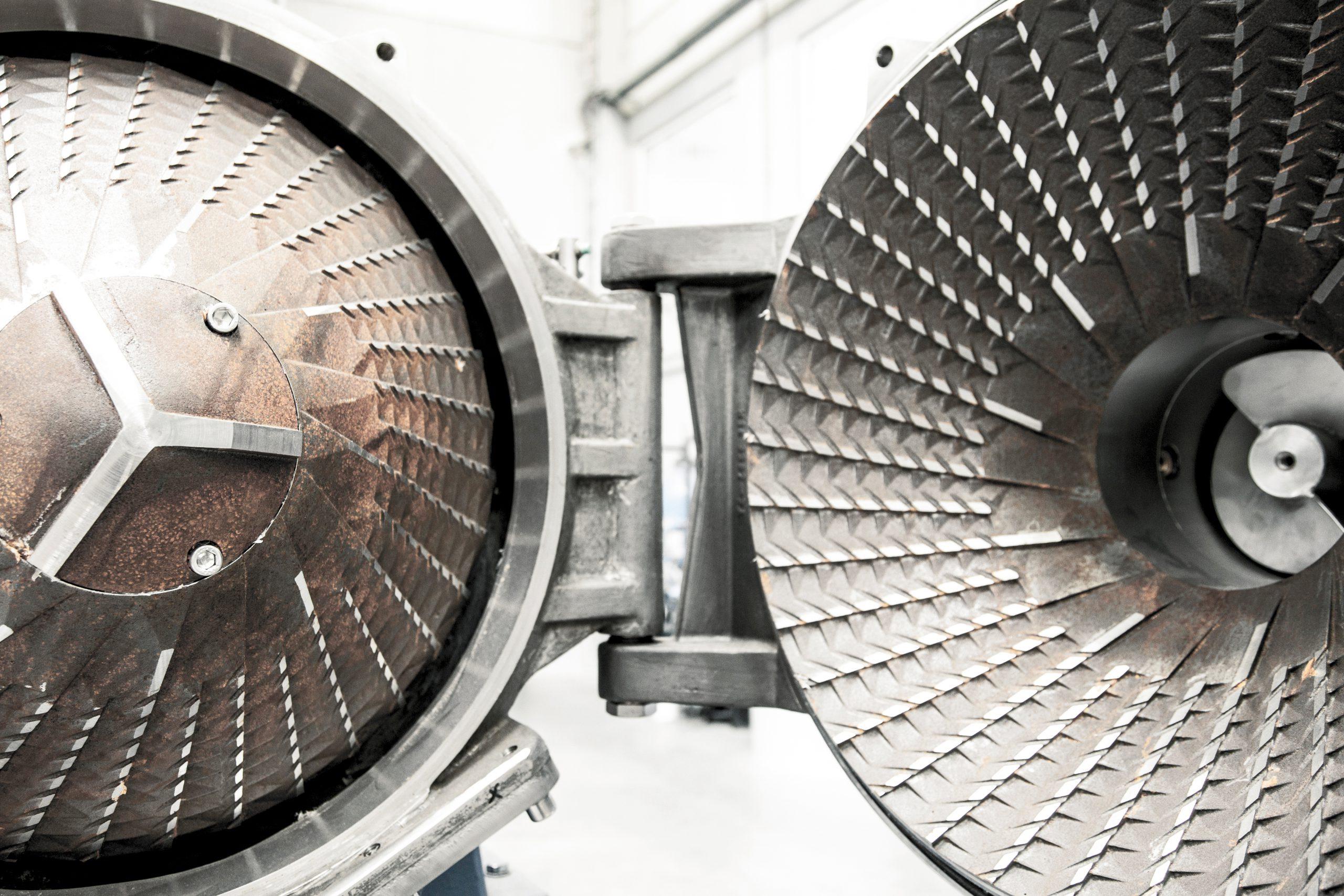 Der in Deutschland entwickelte HydroCleaner basiert auf dem Prinzip der hydrodynamischen Oberflächenreibung und kommt ohne Chemie aus. Eine Vielzahl von Kunsstoffarten kann damit hochrein aufbereitet werden.